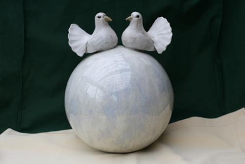Annamarie + Vic Zumsteg, Hochzeitskugel (Annamarie Zumsteg), Decorative Art, Decorative Art