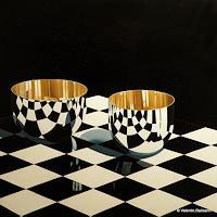 V. Reimann, Stilleben mit zwei Schalen und Schwarz und Weiß