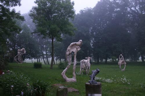 Simon Schade, Großskulpturen im Park des Herrenhauses Kreckow, Movement, Society, Contemporary Art