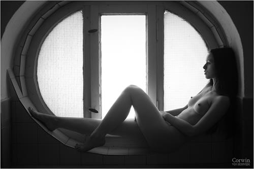 Corwin von Kuhwede, fetus, Erotic motifs: Female nudes, Photo-Realism, Expressionism