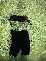 B. Raz-Goldau, Schattenporträt mit Bikinioberteil und Gymnastikhose